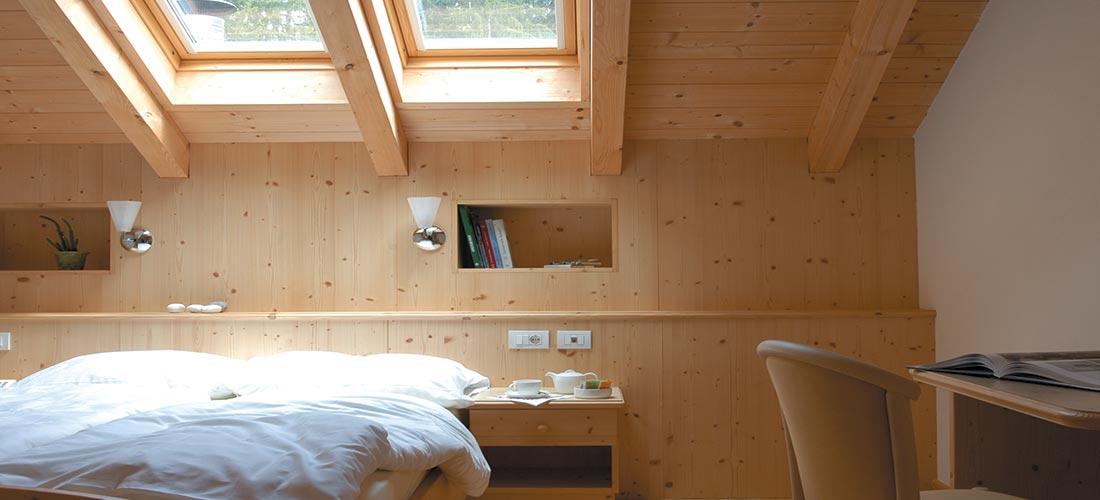 Hotelzimmer Holzeinrichtung