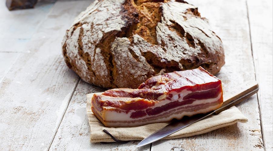 glutefreies Brot mit Speck