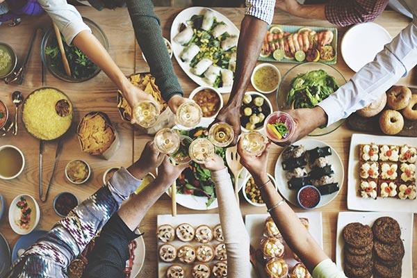 Anstoßen beim Essen ohne Gluten